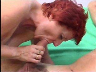 Русское хоум порно: молодой паренёк засунул член в пизду зрелой мамки