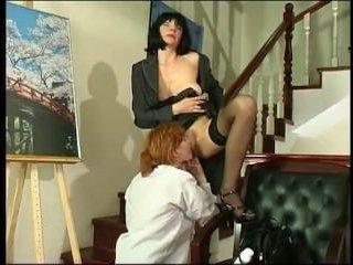Секс русских лесбиянок во время работы с дилдо