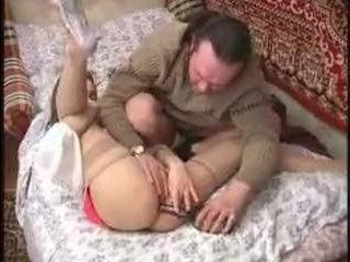 Этому мужику нравится минет от русских девушек, что любят пошалить