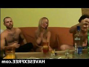 Русское порно: анал - групповуха с пьяной стервой