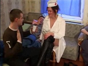 Русское порно: трахают толпой сексуальную медсестру