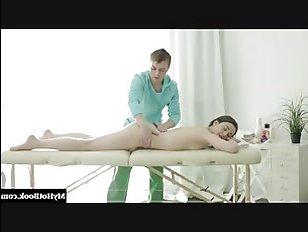 Красивый порно массаж и чувственный секс в исполнении молодой пары