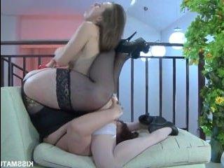 Секс с лесбиянками: толстая старуха в чулках ебется с молодой телкой