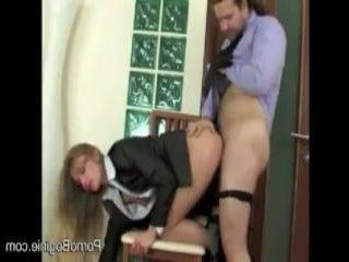 Любовники устроили русский секс в офисе в попу на стуле