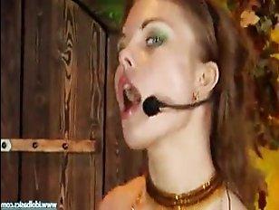 Самая лучшая русская порнуха: тёлка поёт, а парень её трахает
