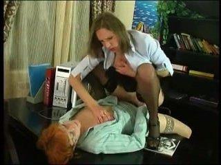 Деловые лесбиянки трахаются на работе в офисе