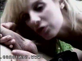Порно минет: зрелый дед развел молодую блонду на оральные ласки