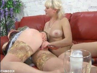 Начальница и секретарша, лесбиянки, занимаются сексом в офисе