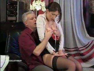 Порно фильм онлайн: гувернантка дала вылизать свою пизду