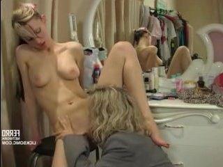 Отличный русский лесбийский секс двух блондинок в грмерке