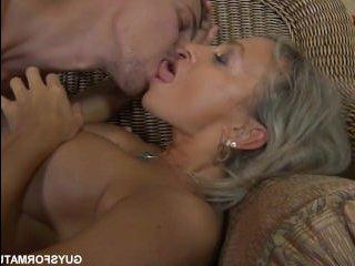 Массаж, минет, куни и секс со зрелой грудастой дамочкой