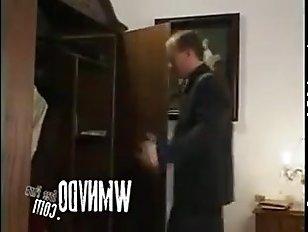 Секс по принуждению с молодой гувернанткой в гостинице