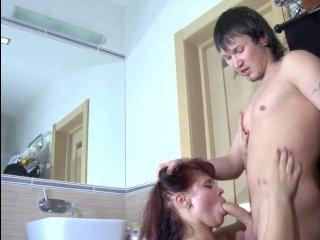 Секс с толстушкой в возрасте с длинными темными волосами