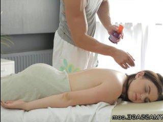 Эротический массаж груди превратился в красивый секс
