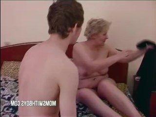 Порно зрелых толстых мамок: парень вдул пышнотелой мамочке после занятий