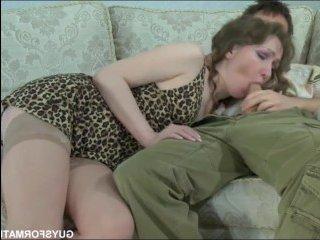 У парня был минет, куни и секс с опытной женщиной на кресле