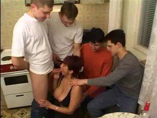 Жесткое порево мамаши с друзьями ее родного сына