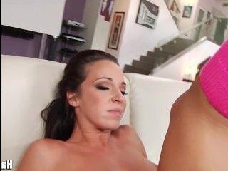 Порно: зрелая с негром дает в свою большую жопу