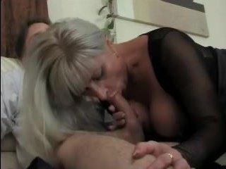 Домашний секс сына и мамаши в чулках с большими сиськами