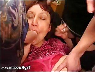 Смачно ебут молодую маму трое пацанов: русское порно