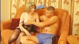 Порно: зрелая мамка бесплатно получает удовольствие в сексе с парнем