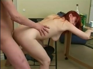 Трахается мама с сыном на кухне: порно в русских традициях