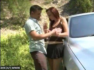 Девушка хочет в попу и садится в незнакомую машину