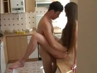 Сын трахает маму на кухне за столом после завтрака