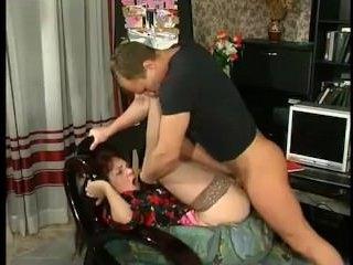 Троечник нахально трахнул учительницу - русское порно