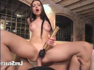 Голые ножки девушек дрочат член мужику и он получает хороший секс