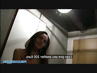 Потерявшуюся русскую девку трахают за деньги на такси
