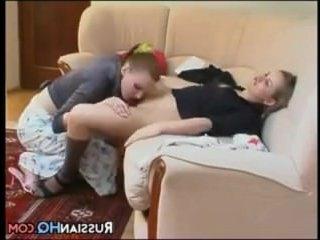 Горячие 2 голые лесбиянки ласкают друг друга и ловят кайф