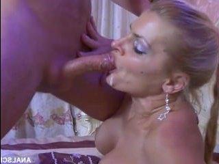 Секс видео: русский анал с участием зрелой красотки