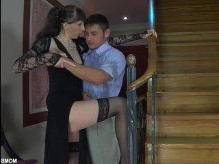 Страстно русская женщина трахается с парнем