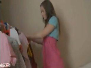 Русское порно: молодая девушка дала поиметь себя в киску и попку