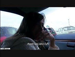 Русский секс в авто: брюнетка выебана в салоне заблудившимся водителем