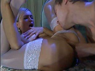 Русское порно: сын трахает мать в пизду перед телевизором