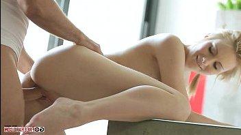 Русская девушка раздвинула ноги перед американцем