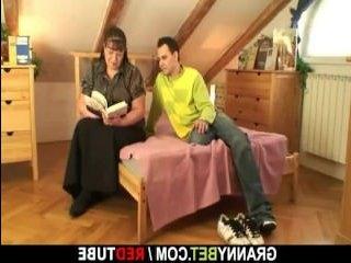 Смотреть: секс с бабушкой в лучших русских традициях