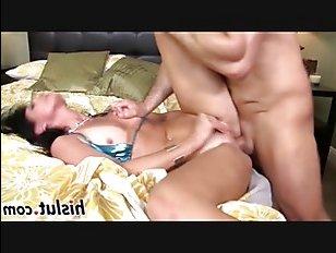 Горячая ебля красивых женщин заканчивается спермой во рту