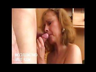 Секс со зрелой мамочкой привел к бурному семяизвержению сына
